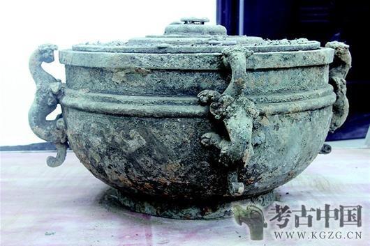 """文峰塔墓地文物修复:""""破铜烂铁""""再现两千年前神采"""