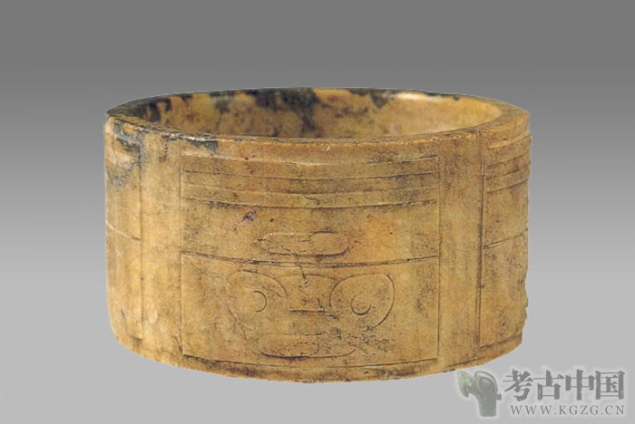 新石器 · 镯式玉琮(南京博物院)